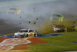 David Ragan, Front Row Motorsports Ford, Matt Kenseth, Joe Gibbs Racing Toyota,, Daniel Suárez, Joe Gibbs Racing Toyota crash