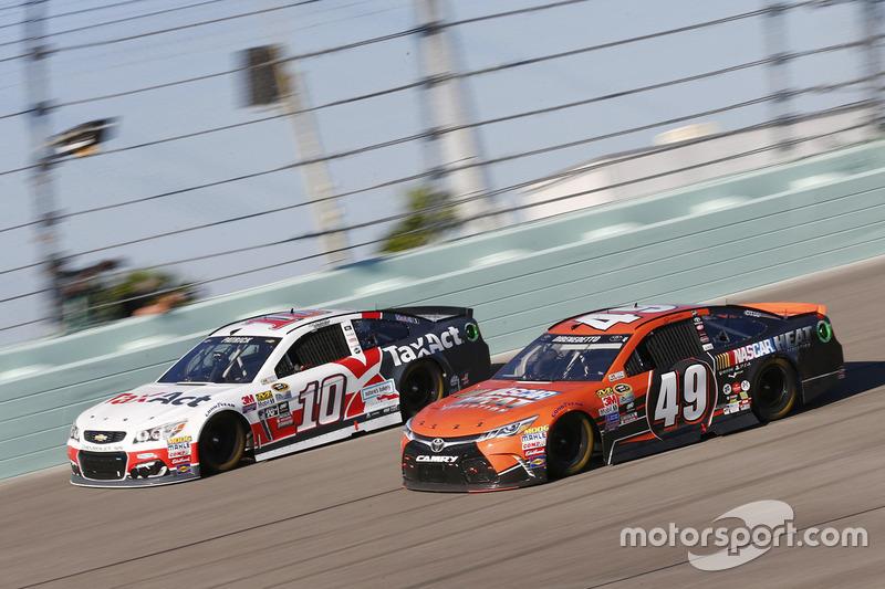 Danica Patrick, Stewart-Haas Racing, Chevrolet; Matt DiBenedetto, Toyota