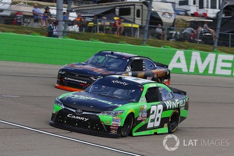 Dakoda Armstrong, JGL Racing Toyota y Michael Annett, JR Motorsports Chevrolet