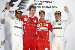 Podio: ganador Sebastian Vettel, Ferrari, Mercedes AMG F1 Lewis Hamilton el segundo lugar y tercer lugar Valtteri Bottas, Mercedes AMG F1 y Matteo Togninalli, jefe de carrera Ferrari