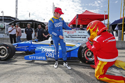Scott Dixon, Chip Ganassi Racing Honda, accepts the Firestone Pit Stop Performance Award from the Firestone Firehawk