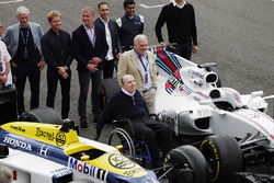 Sir Frank Williams, Patrick Head, a Williams FW40 and FW11 Honda. Behind, Damon Hill, Nico Rosberg, David Coulthard, Pastor Maldonado, Karun Chandhok and Alex Wurz