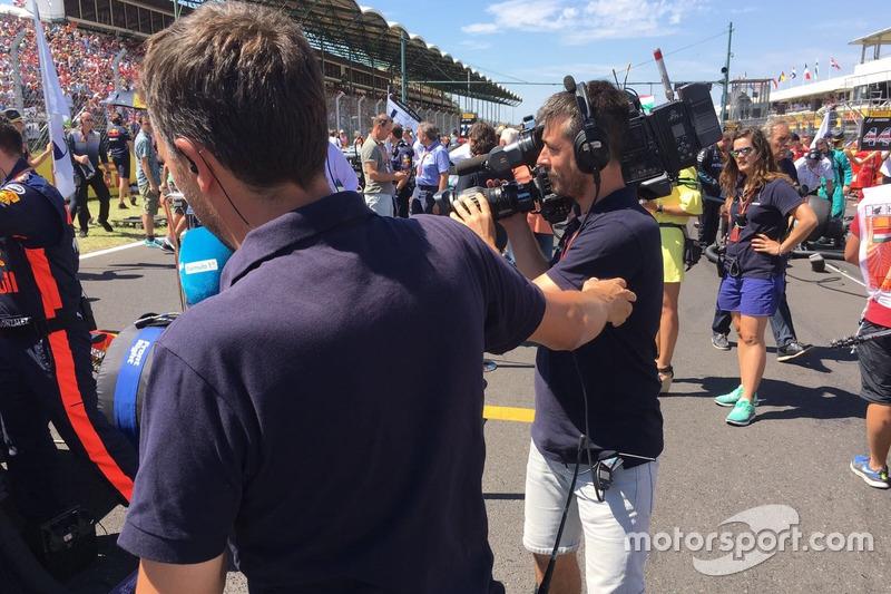 Iker Viana, cámara de televisión de Movistar + F1, y Albert Fábrega, analista y colaborador de Motorsport.com