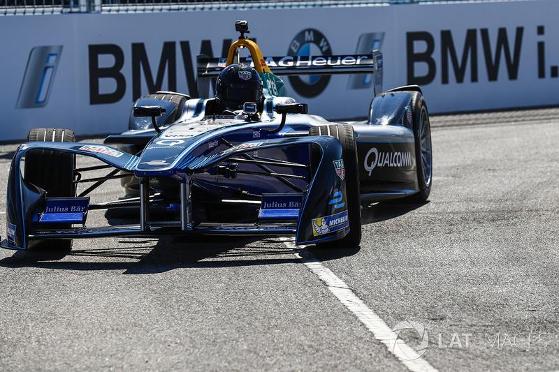 Chris Hemsworth, Schauspieler, im Formel-E-Auto