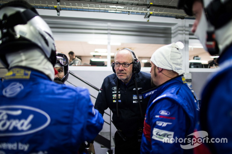 Mechanics in the pit box, #67 Ford Chip Ganassi Racing Team UK Ford GT: Marino Franchitti, Andy Priaulx, Harry Tincknell