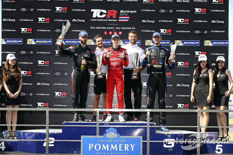 Podium: race winner James Nash, Team Craft-Bamboo, SEAT León TCR, second place Mikhail Grachev, West Coast Racing, Honda Civic TCR, third place Dusan Borkovic, B3 Racing Team Hungary, SEAT León TCR