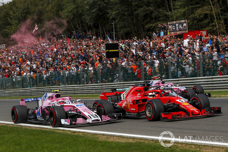 Esteban Ocon, Racing Point Force India VJM11, Sebastian Vettel, Ferrari SF71H, Lewis Hamilton, Mercedes AMG F1 W09 and Sergio Perez, Racing Point Force India VJM11 battle on lap one