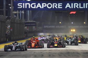Lewis Hamilton, Mercedes-AMG F1 W09 mène au départ
