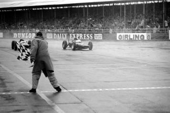 Graham Hill, BRM P578 batte il secondo classificato Jim Clark, Lotus 24