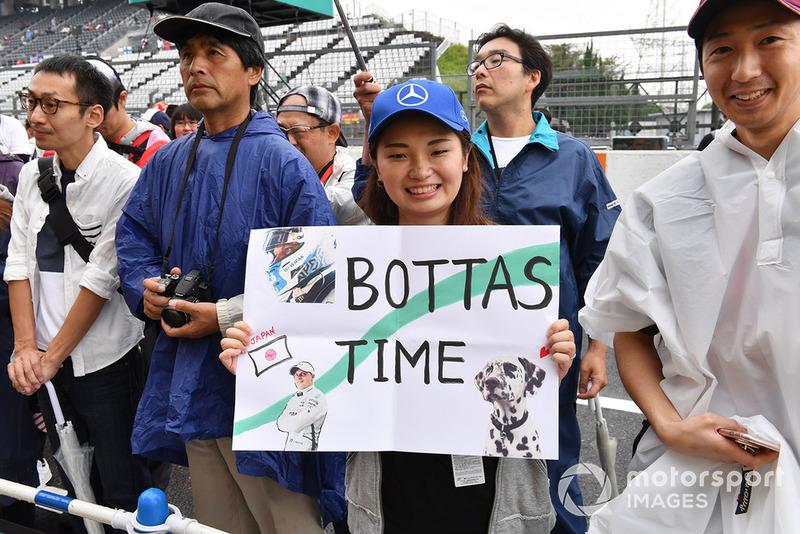 Valtteri Bottas, Mercedes AMG F1 fan and banner