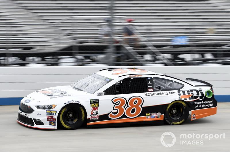 26. David Ragan, Front Row Motorsports, Ford Fusion MDS Transport