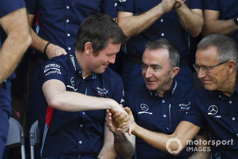 Rob Smedley, Jefe de Rendimiento de Williams, y Pady Lowe, Accionista y Director Técnico de Williams.