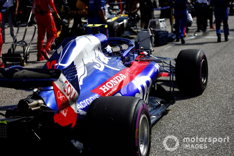 Pierre Gasly, Scuderia Toro Rosso STR13, en la parrilla