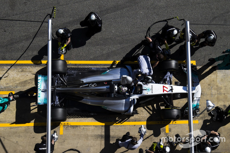 Valtteri Bottas, Mercedes F1 W08, makes a pit stop