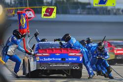 Elliott Sadler, JR Motorsports Chevrolet makes a pit stop