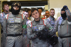 Porsche Team members react to the #1 retirement