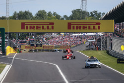 Safety Car leads out the field