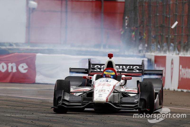 Ganador, Sébastien Bourdais, Dale Coyne Racing Honda celebra haciendo donas