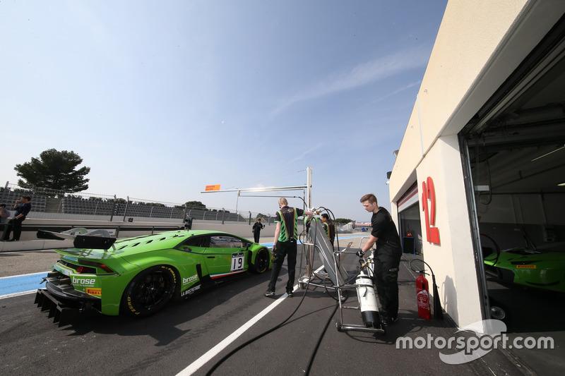 #19 GRT Grasser Racing Team, Lamborghini Huracan GT3: Ezequiel Perez Companc, Christian Engelhart