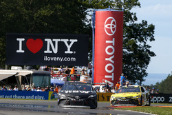 Martin Truex Jr., Furniture Row Racing Toyota, Daniel Suárez, Joe Gibbs Racing Toyota