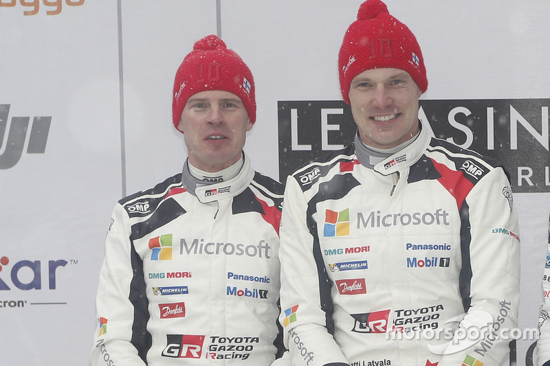Podio: segundo clasificado, Jari-Matti Latvala, Miikka Anttila, Toyota Racing