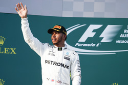 Подиум: обладатель второго места Льюис Хэмилтон, Mercedes AMG F1