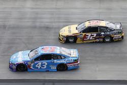 Regan Smith, Richard Petty Motorsports, Ford; Matt DiBenedetto, Go Fas Racing, Ford