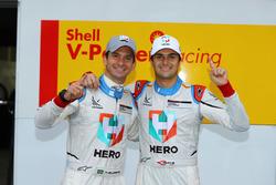 Alan Hellmeister e Nelsinho Piquet comemoram a pole position em Interlagos