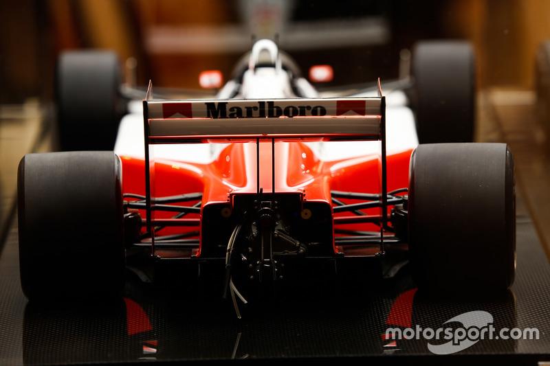 Модель McLaren MP4/4 Honda 1988 року, Amalgam