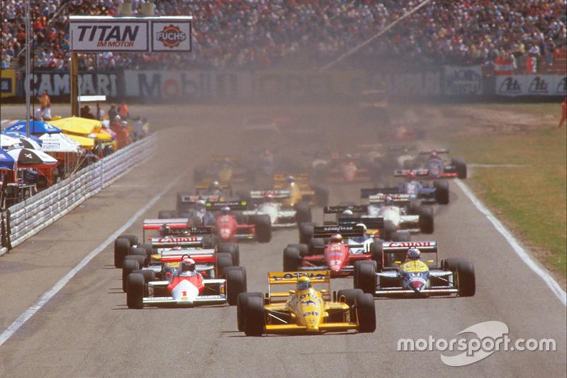 Start: Ayrton Senna, Team Lotus Honda 99T leads
