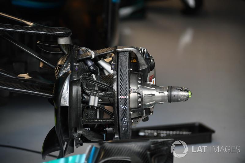 Mercedes-Benz F1 W08  front brake and wheel hub detail