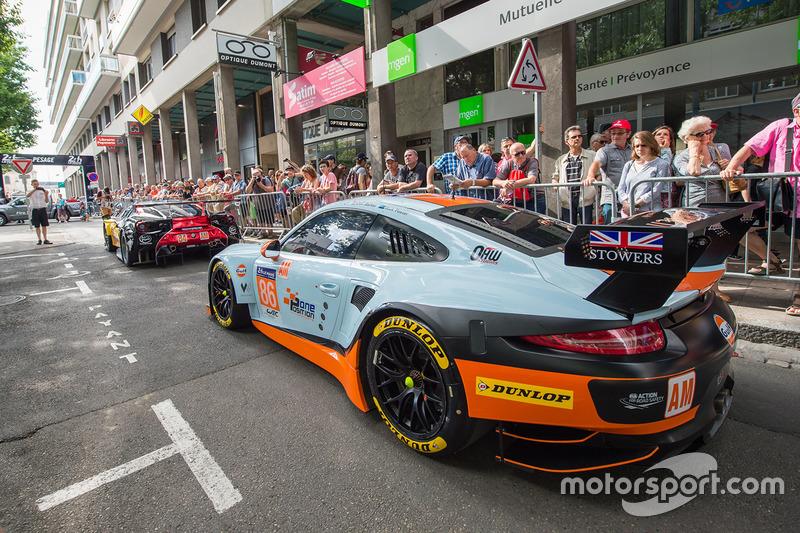 #86 Gulf Racing Porsche 911 RSR: Michael Wainwright, Ben Barker, Nick Foster