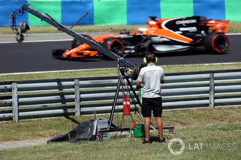 Телеоператор та Фернандо Алонсо, McLaren MCL32