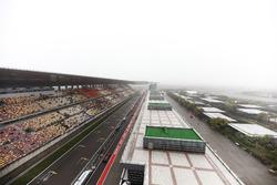Daniel Ricciardo, Red Bull Racing RB13, in the pit lane