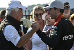 Roger Penske, Team Penske owner, Will Power, Team Penske Chevrolet, Elizabeth Power, Beau Power, celebrate in Victory Lane
