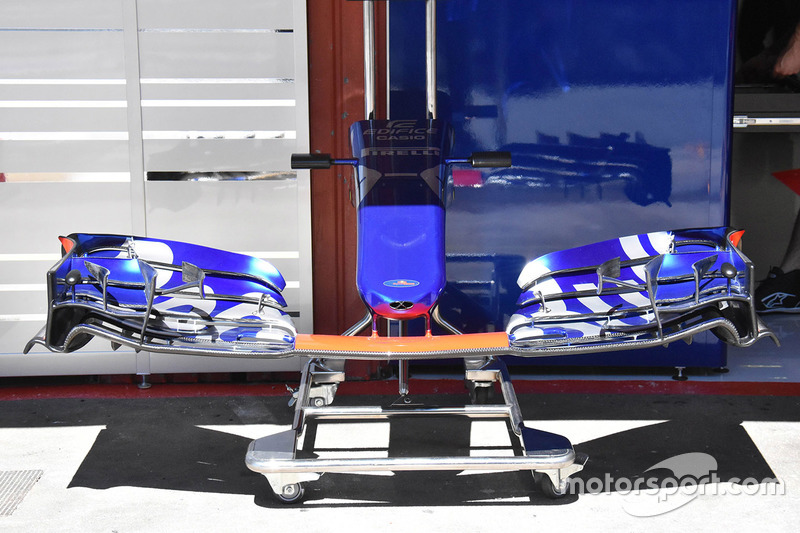 Scuderia Toro Rosso STR12, detalle del alerón delantero