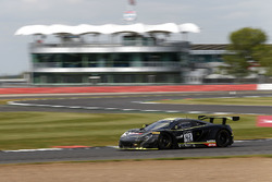#42 Strakka Racing, McLaren 650 S GT3: Lewis Williamson, Oliver Webb, Alvaro Parente