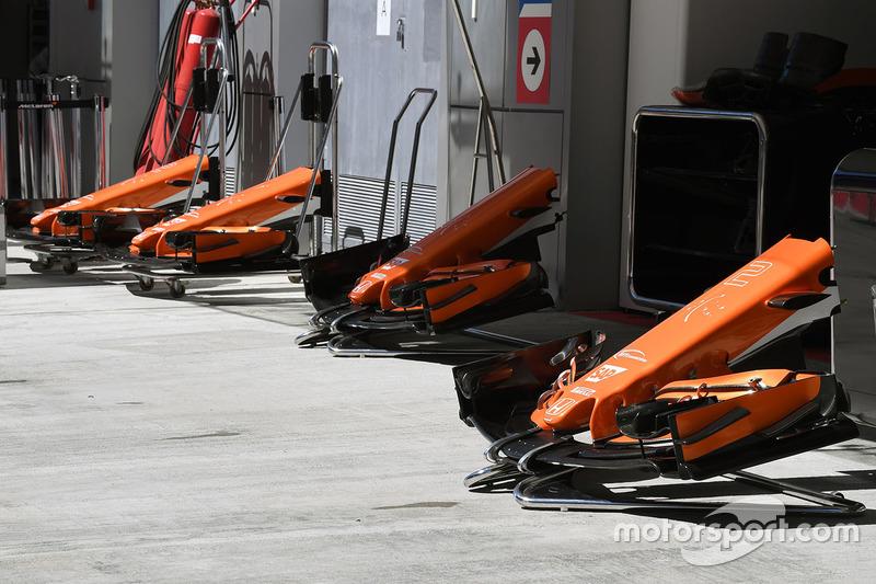 Носовые обтекатели и передние антикрылья McLaren MCL32