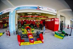 Auto de Lucas di Grassi, ABT Schaeffler Audi Sport en el garaje
