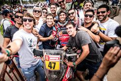 #47 Monster Energy Honda Team: Kevin Benavides with fans