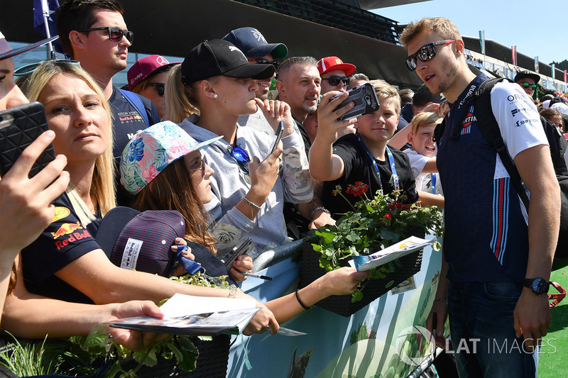 Sergey Sirotkin, Williams fans selfie