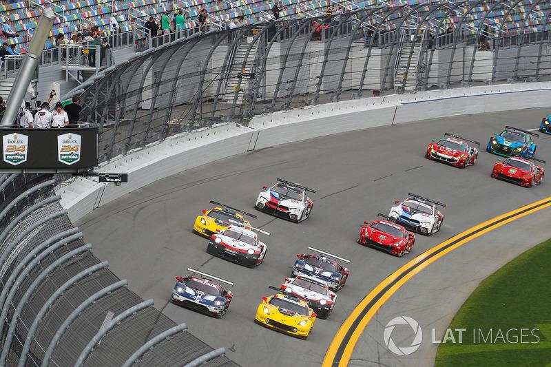 Старт, #3 Corvette Racing Chevrolet Corvette C7.R, GTLM: Антоніо Гарсія, Ян Магнуссен, Майк Роккенфеллер лідирують у класі GTLM