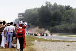 Accidente múltiple que cobró la vida de Ronnie Peterson, Lotus 78-Ford al inicio