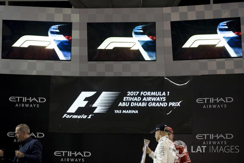 Podio: Ganador, Valtteri Bottas, Mercedes AMG F1 con el nuevo logo de F1