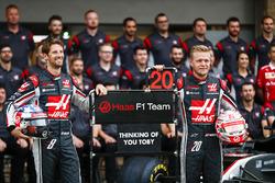 Romain Grosjean, Haas F1 Team, Kevin Magnussen, Haas F1 Team, at the Haas F1 Teams home race photo call