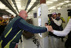 Володар поула LMGTE AM pole sitter #98 Aston Martin Racing Aston Martin Vantage: Пол Далла Лана