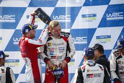Победители Отт Тянак и Мартин Ярвеоя, Toyota Gazoo Racing WRC, второе место – Мадс Остберг и Торстейн Эриксен, Citroën World Rally Team
