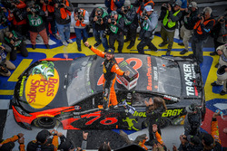 Race winner Martin Truex Jr., Furniture Row Racing, Toyota Camry Bass Pro Shops/5-hour ENERGY