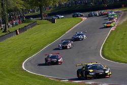 #17 Team WRT Audi R8 LMS: Stuart Leonard, Frederic Vervisch al comando