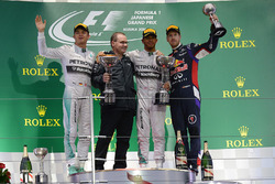 Nico Rosberg, Mercedes AMG F1, Peter Hodgkinson, Mercedes AMG F1 Head of Build, race winner Lewis Hamilton, Mercedes AMG F1 and Daniel Ricciardo, Red Bull Racing RB10 on the podium